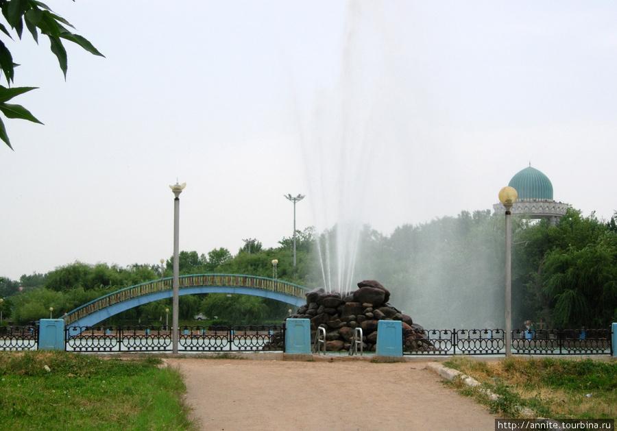 Парк возле Олий Машлиса.