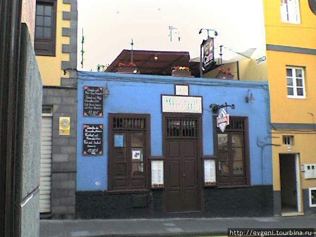 Ресторан La Carta -на ул. Calle San Felipe — справа, через один дом, ул. Calle Mazaroco. Налево — 250м. до Центральной площади Plaza Charca