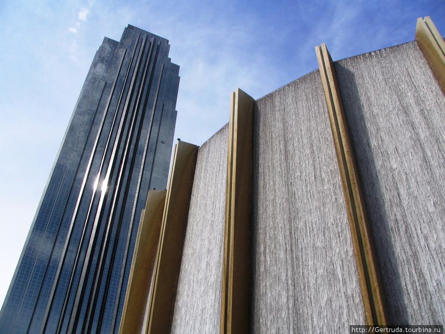 А это небоскреб в сочетании с фонтаном
