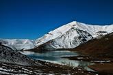 Перевал вел нас в следующую долину, где находилось озеро Çat Baraji. Это удивительное место, окруженное со всех сторон горами, стало для нас ловушкой. Мы пытались из него выехать в разных местах, но везде терпели неудачу.  Вначале мы поехали по предложенной GPS дорогой.