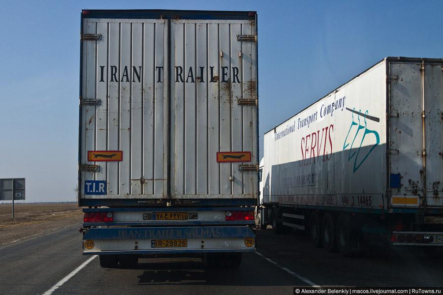 При въезде на полуостров был обнаружен иранский грузовик. Что он забыл в Крыму — загадка. А как вы думаете?