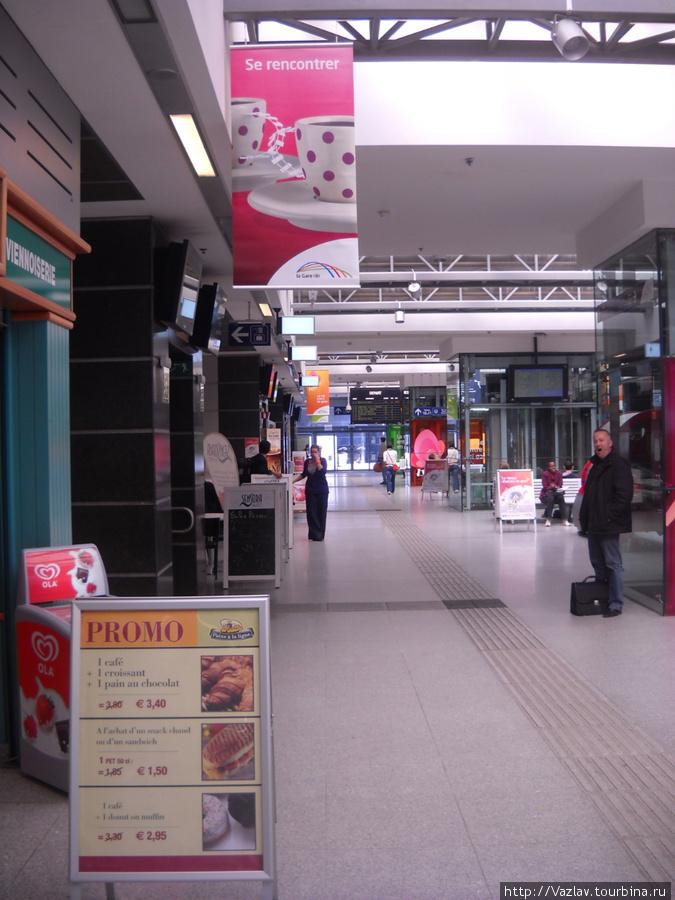 Основной коридор на втором этаже вокзала