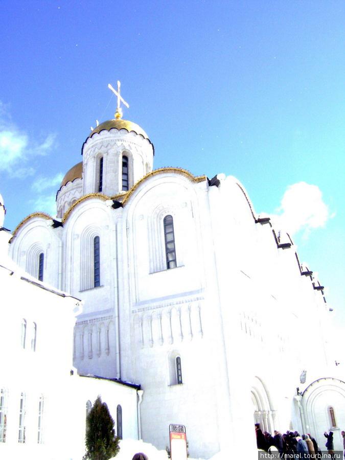 Отовсюду зримый Успенский собор смотрится великолепно