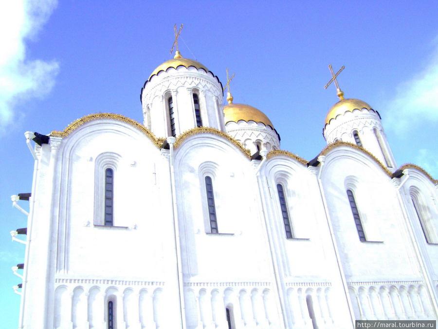 Успенский собор, ставший воплощением мощи и славы Владимиро-Суздальской Руси, с XII века в неизменном виде дожил до наших дней.