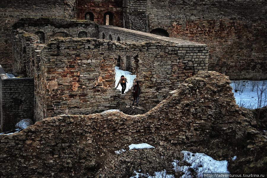 Останки крепости детинец (на переднем плане)