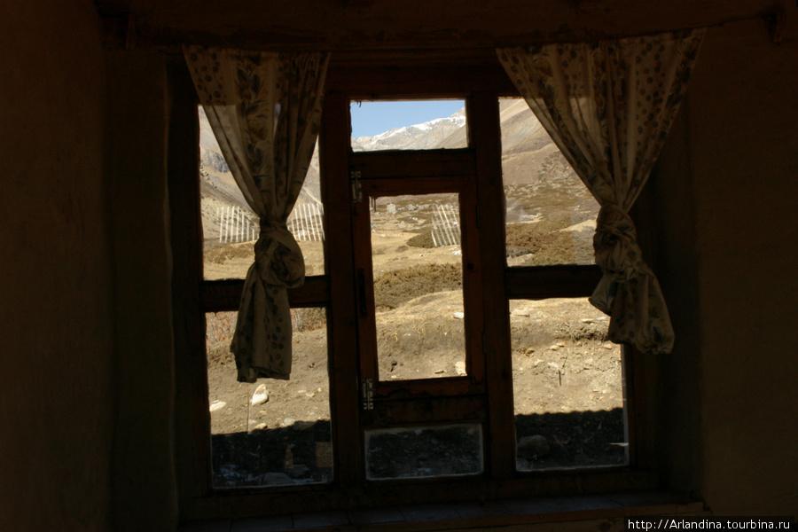 Вид их окна лоджии.