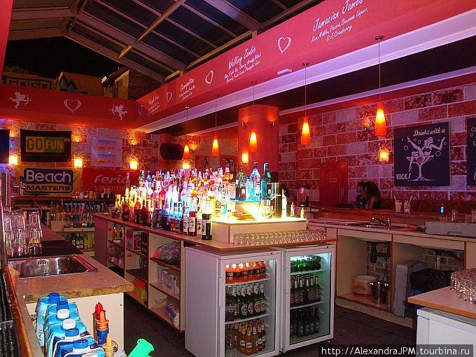 Много места для 10 барменов =)
