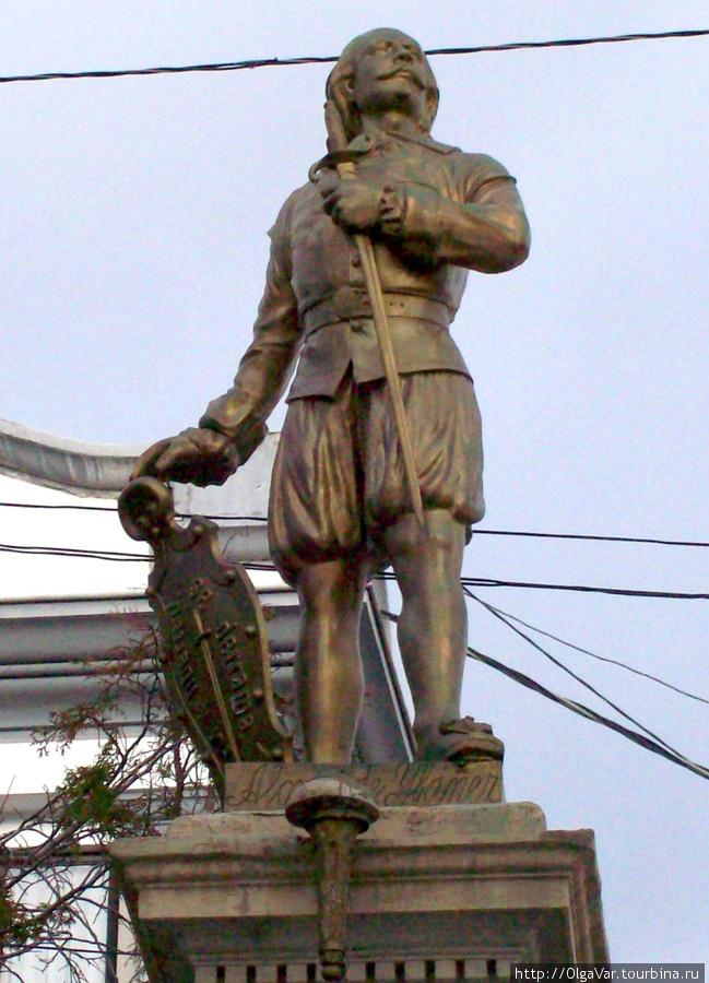 Памятник Алонсо де Ибанье