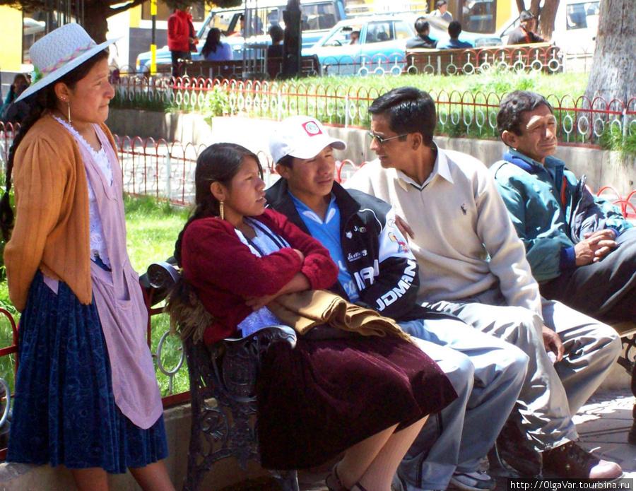 В скверике всегда много отдыхающих боливийцев