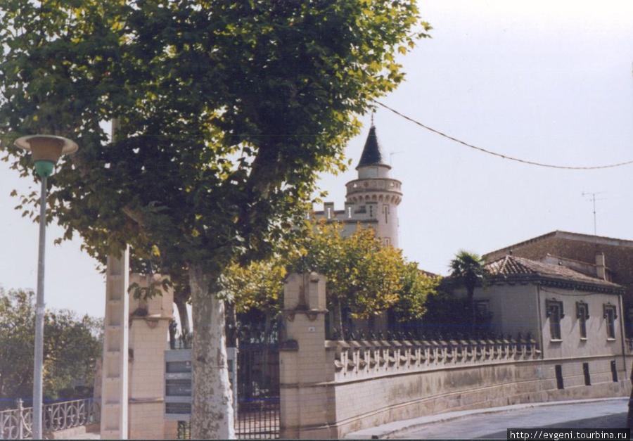 улочка Л'Арбоса , старинный замок...