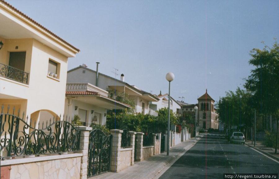 Л'Арбос — симпатичный тихий городок...