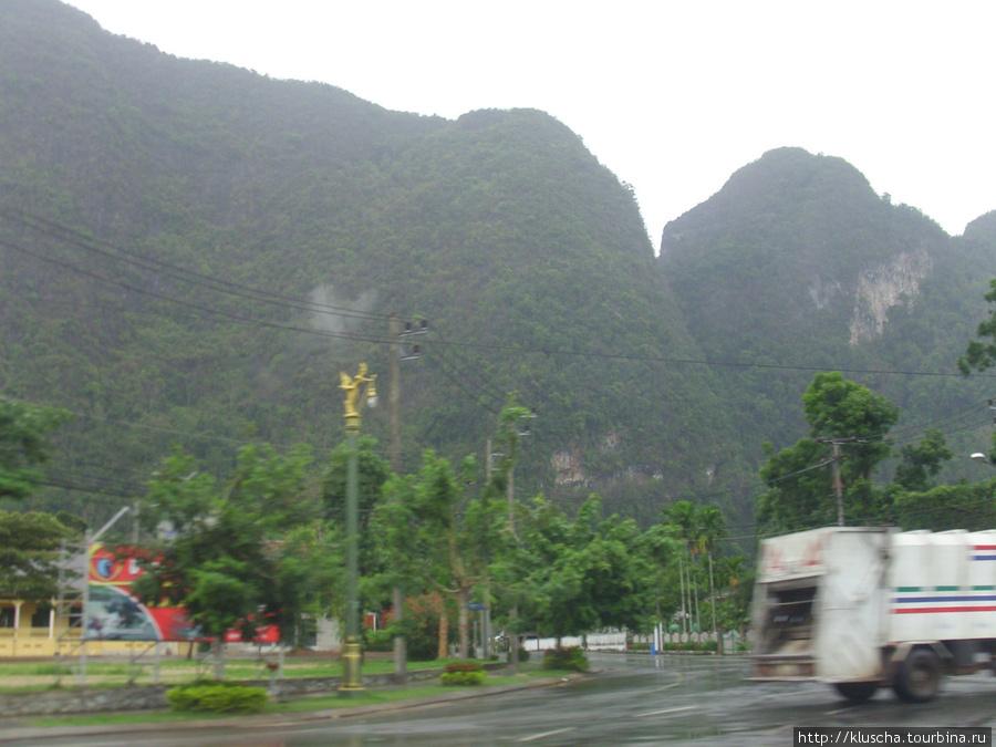 Дорога с материка на остров.