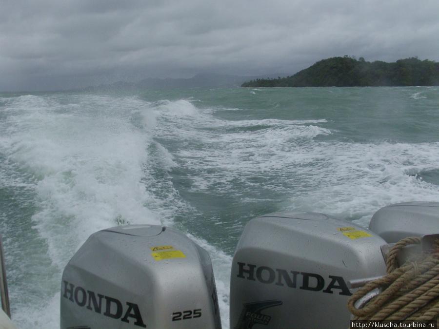 Экскурсия не состоялась.Выйдя из залива ,погода изменилась. Наш скоростной катер швыряло как шепку.Пришлось вернуться.