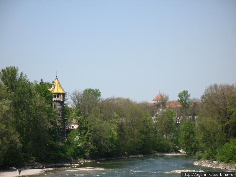 Дом с золотой кровлей на другом берегу Леха