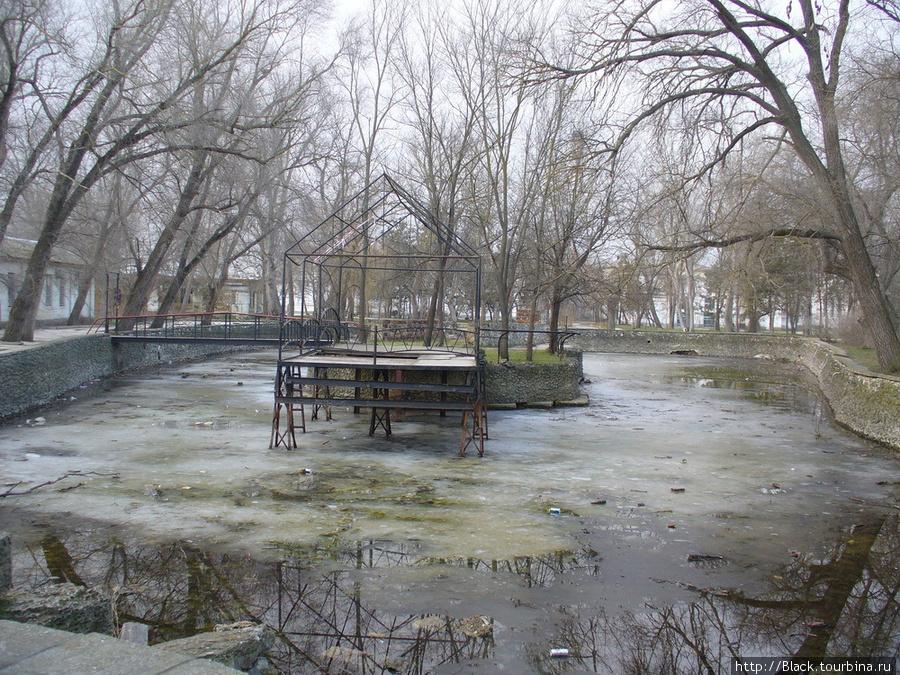 Бассейн «Лебединое озеро»