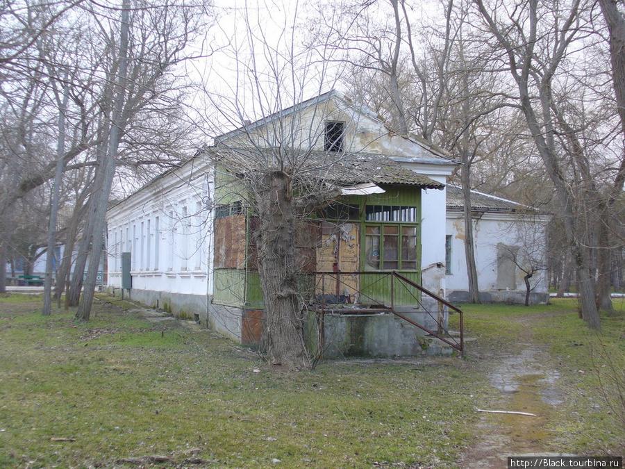 Еще одна бывшая гостиница (т.н. «малая гостиница») сегодня здание закрыто. Деревянная пристройка явно была сделана после революции:)