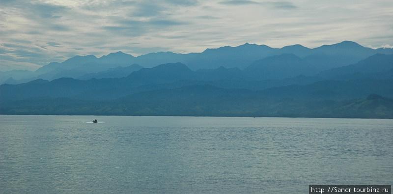 Вид на Берег Маклая, который открывается из деревни Эрима