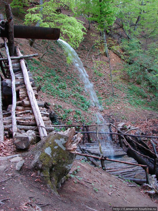 Рукотворный водопад на роднике Ай-Йори