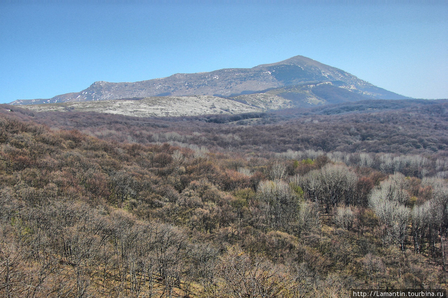 Гора Эклизи-Бурун в конце апреля