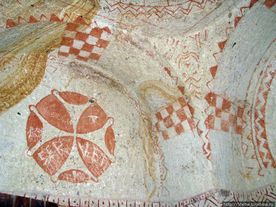 Входы церквей обозначенны крестами