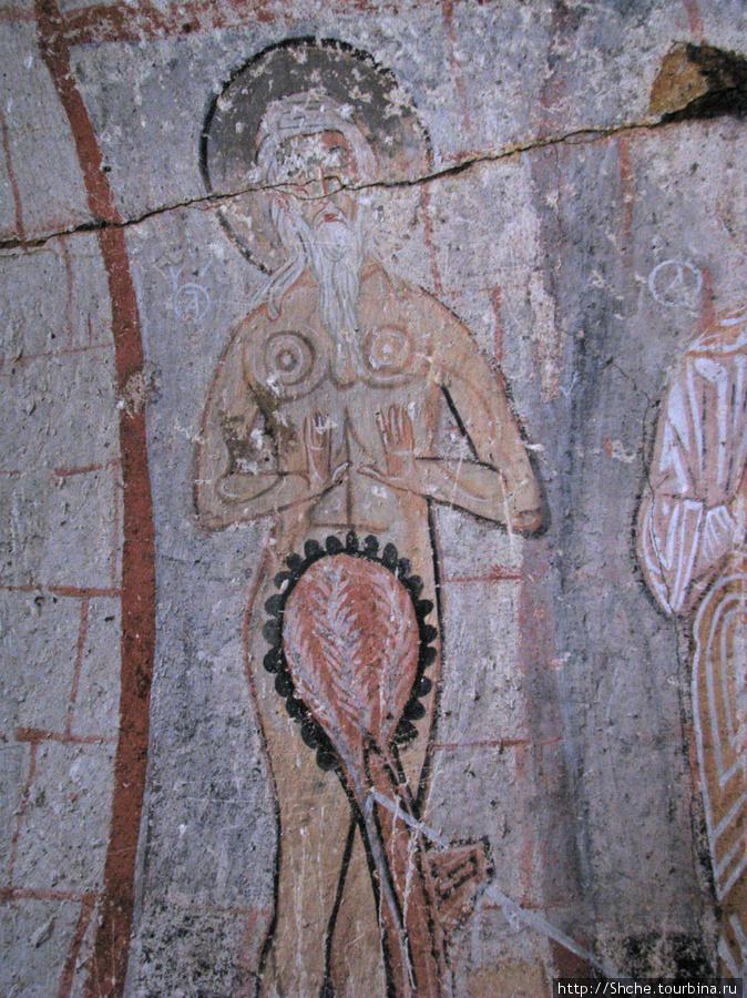 Считается, что один из волхвов была переодетая женщина с бородой. Там длинная история, а так ее видели ранние христиане.