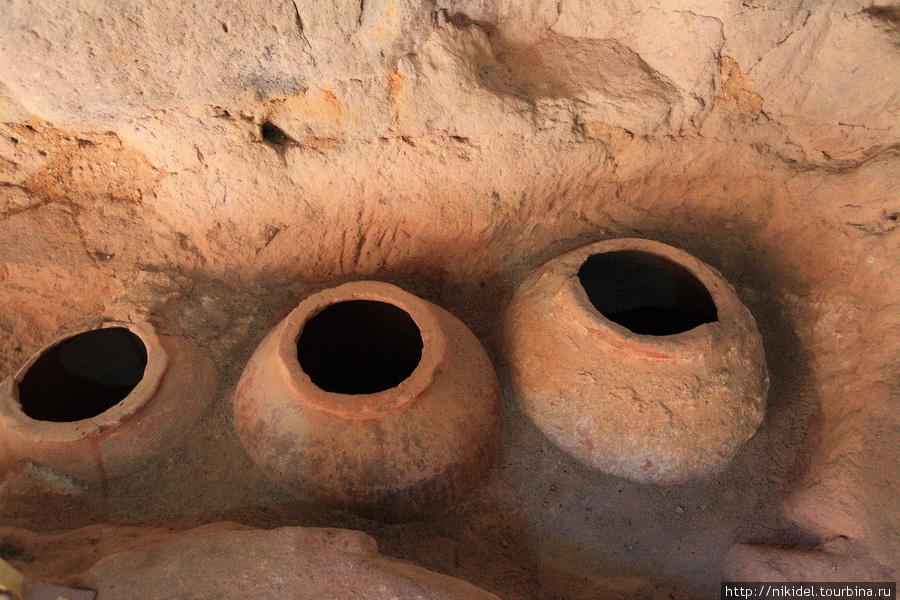 подземные помещения в монастыре Eski Gumusler — хранилище вина и масла