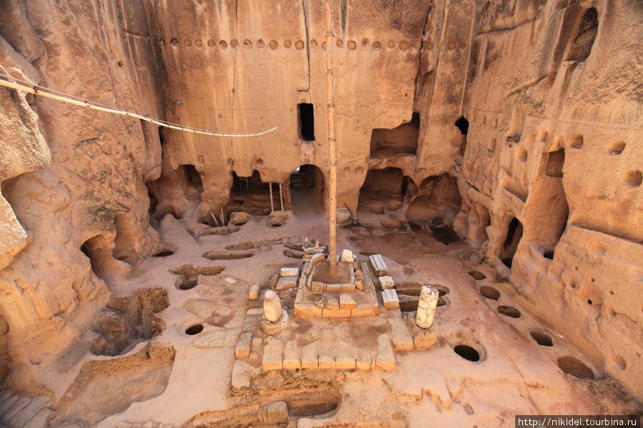 внутренний двор в монастыре Eski Gumusler