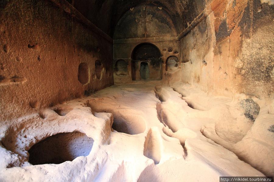 монастырь Eski Gumusler