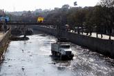 Грузовик на реке — аки по суху
