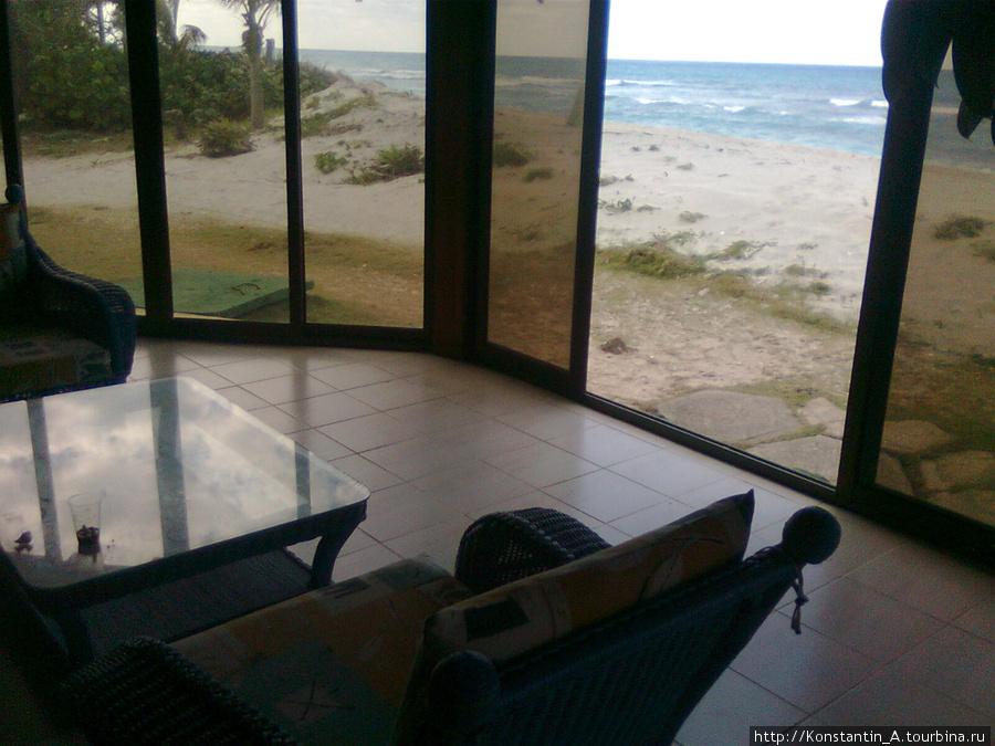 Ресторан выходит окнами на океан
