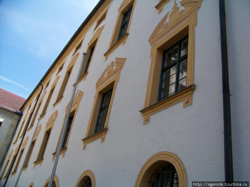 Стена резиденции
