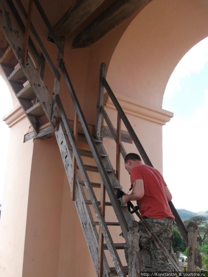вверх на башню