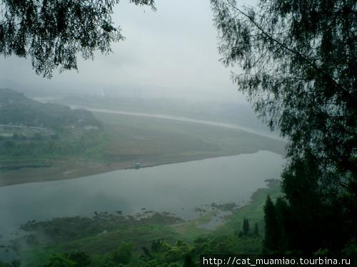 Вид с замка на реку Цзялинь