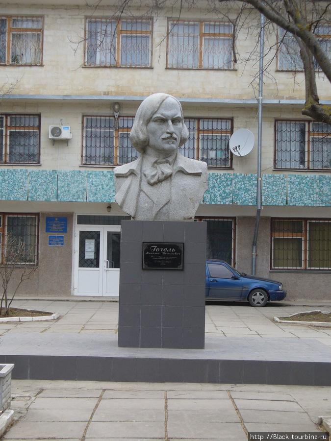 «Еще один» памятник Гоголю