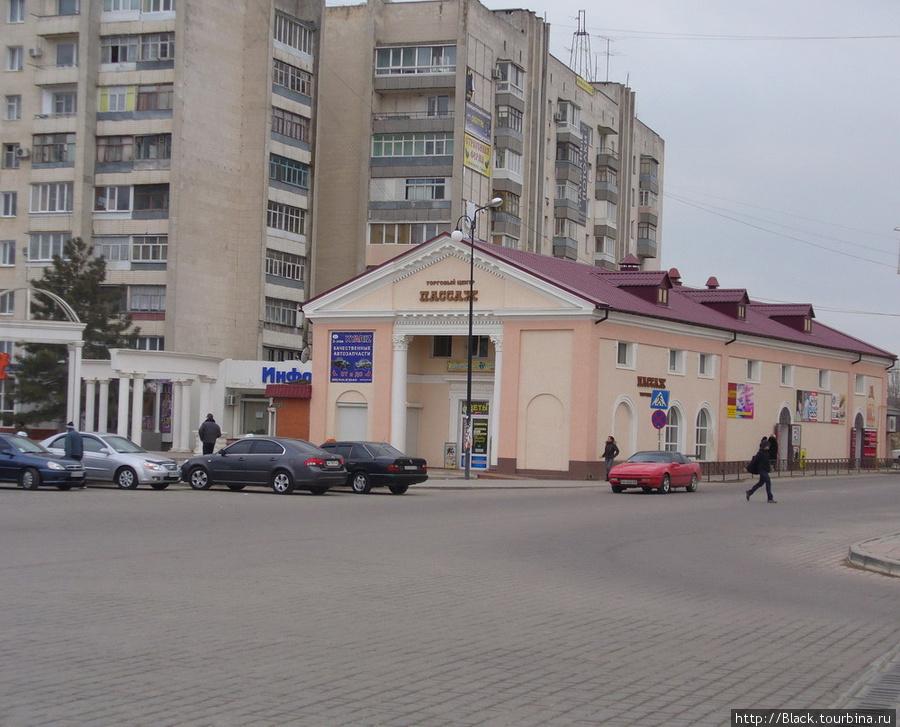 Площадь Революции. Торговый центр «Пассаж»