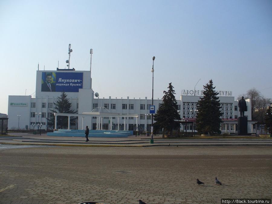 Площадь Революции. Дворец культуры.