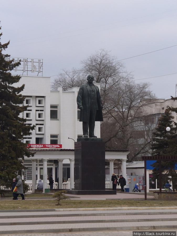 Площадь Революции. Памятник Ленину