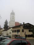 В тумане видна башня церкви Св. Себастиана
