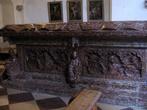 Гробница из красного зальцбургского мрамора
