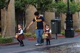 Дети в школьной форме.