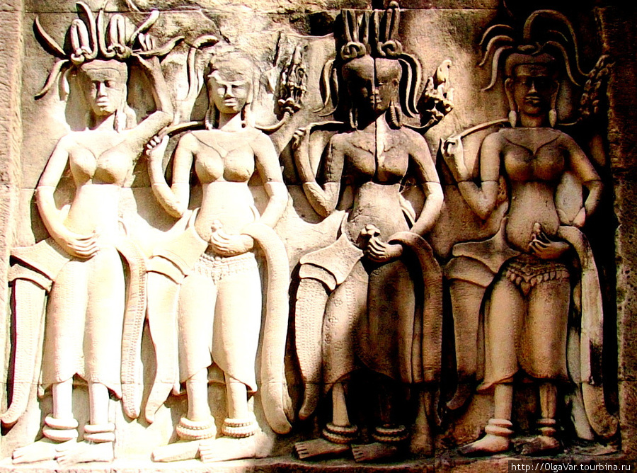 Храмовые танцовщицы в отличие от современных танцовщиц выступали топлес