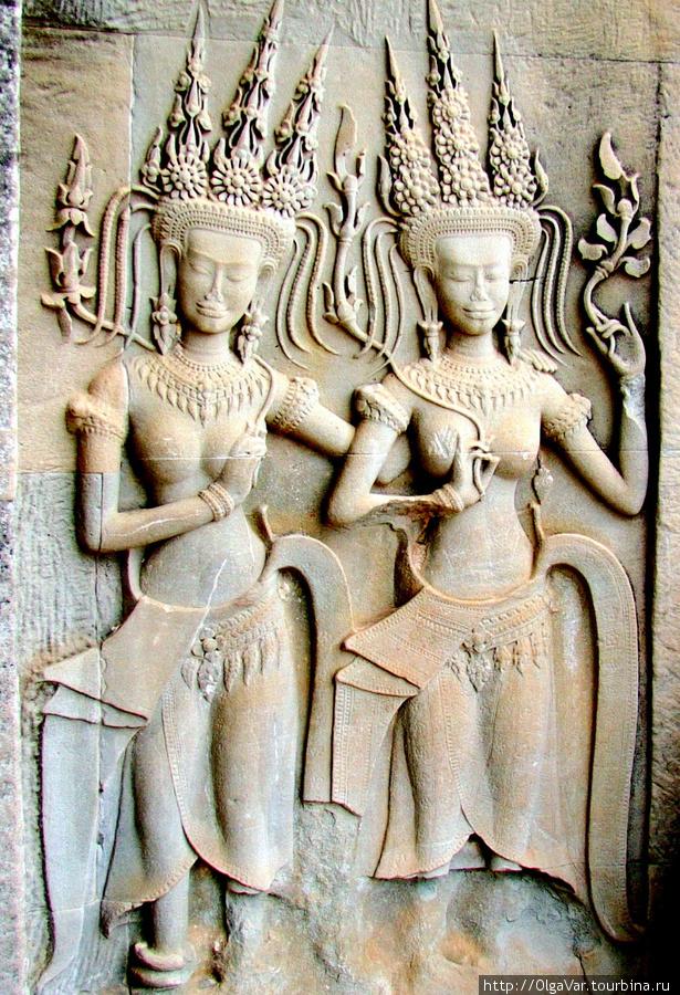Апсары на барельефах Ангкор Вата