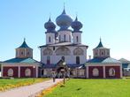 Успенский собор построен гораздо раньше, нежели возник монастырь. Успенский храм воздвигнут в 1510 — 1515 годах великим князем Василием Иоанновичем, отцом Иоанна Грозного, на месте деревянной церкви, построенной в 1383 году.