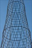 Башня Шухова состоит из пяти 25-метровых стальных секций решетки, сформированы гиперболоидами. Секции опоры сделаны из прямых профилей, концы которых скреплены стальными ободами.