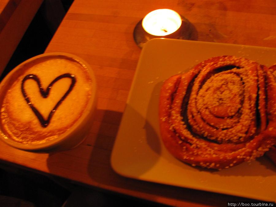 знаменитые шведские плюшки с корицей в Chokladkoppen имеют гигантские размеры :)