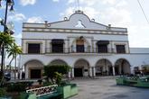 Муниципалитет на главной площади в Эскарсеге