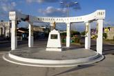 Памятник на главной улице в Эскарсеге