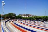Ряды в летнем театре на главной площади