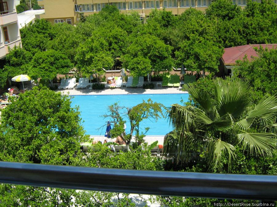 вид с балкона на второй бассейн