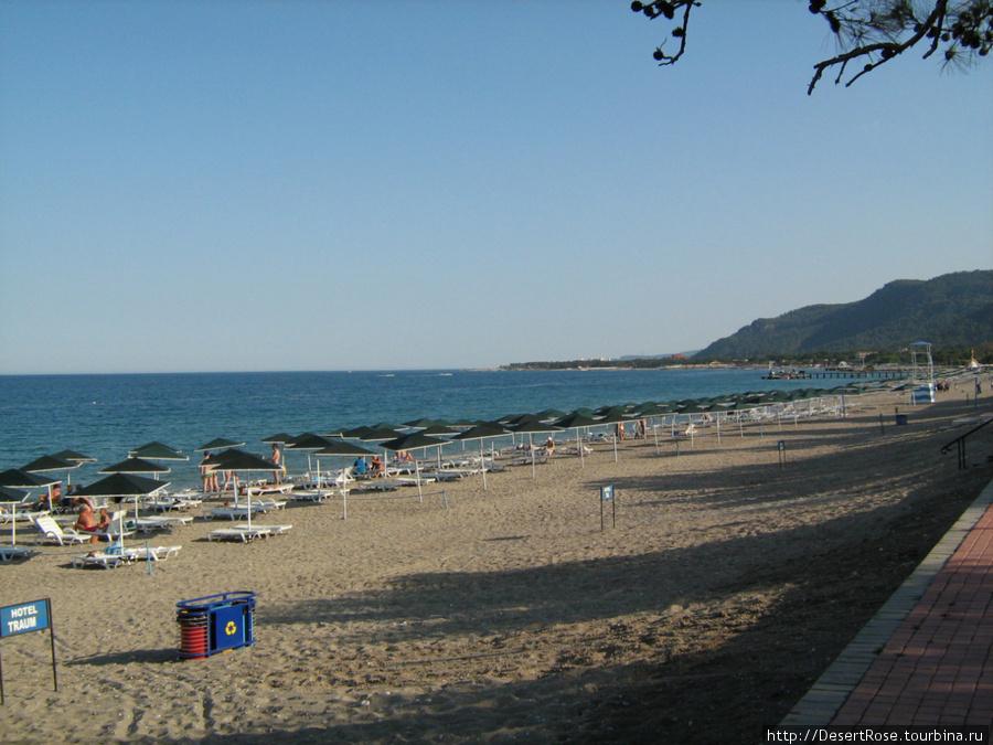 набережная парка плавно переходящая в пляжную зону